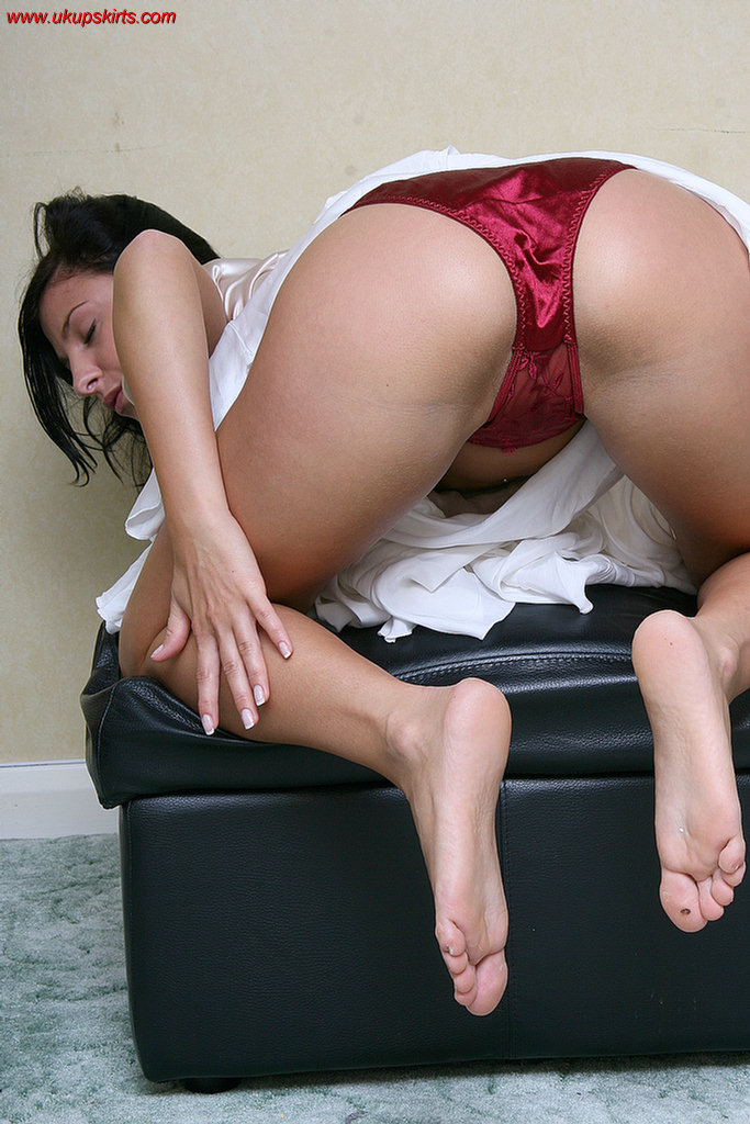 Upskirt Pantie View take a look up womens skirts revealing